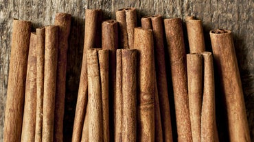 What Is the Equivalent Substitution of Cinnamon Extract for Cinnamon Sticks?