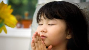 What Is an Example of a Closing Prayer After a Meeting?
