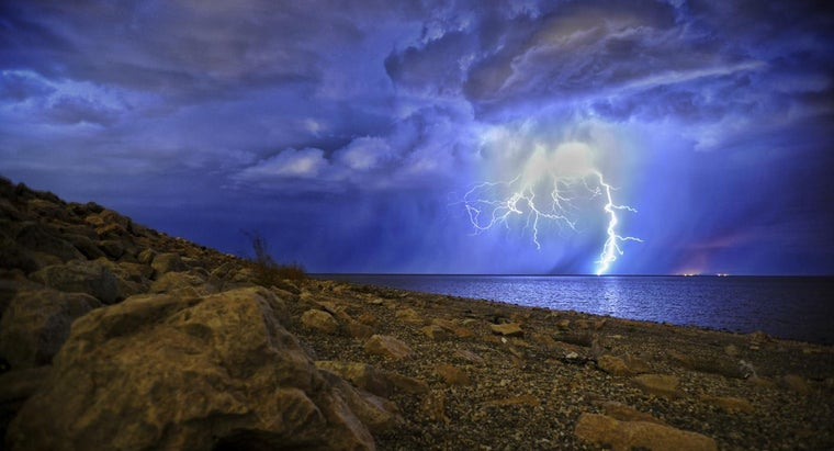 far-can-lightning-travel-water