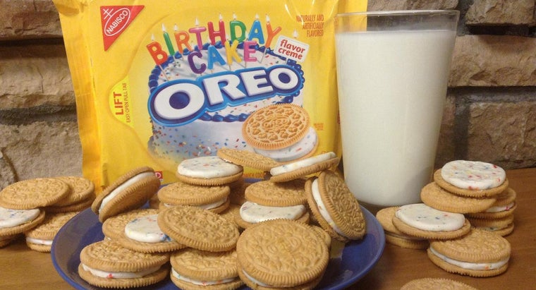 filling-oreo-cookies-made