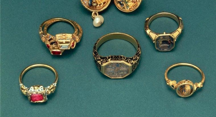 finger-wear-signet-ring