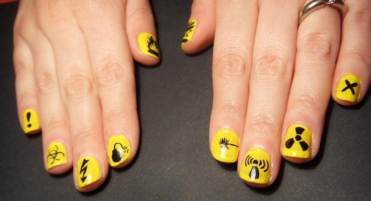 fingernails-turning-yellow