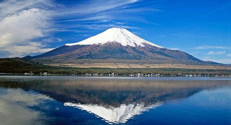 first-person-climb-mount-fuji