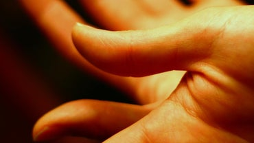 What Do Flat Fingernails Mean?