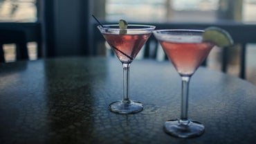 What Is a Good Cosmopolitan Drink Recipe?