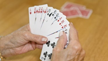 What Is a Good Pinochle Bidding Strategy?