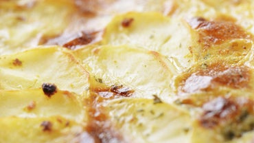 What Is a Good Recipe for Baked Scalloped Potatoes With Ham?