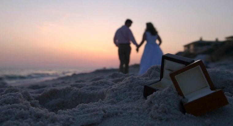 hand-groom-wear-wedding-ring