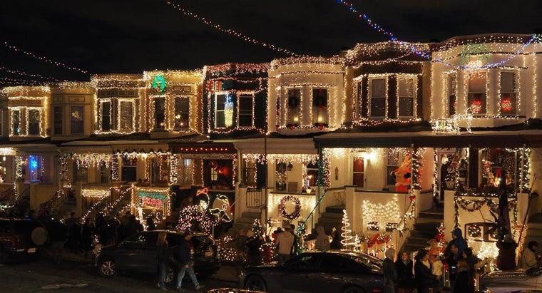 hang-christmas-lights-using-nails