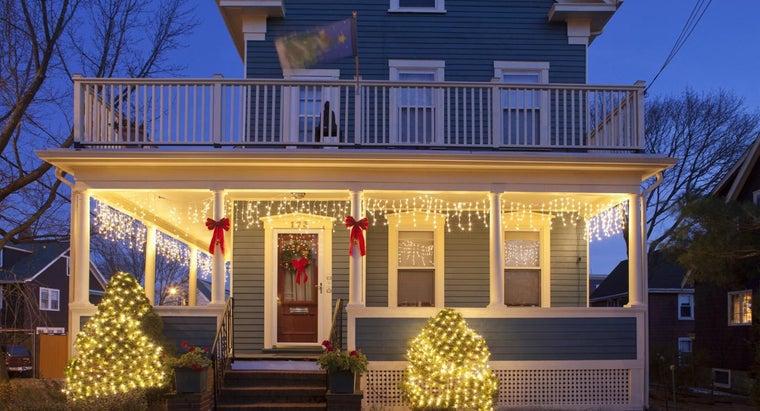 hang-christmas-lights-vinyl-siding
