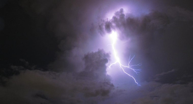 happens-air-electrical-energy-lightning-discharged
