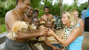 What Do Hawaiian People Wear?