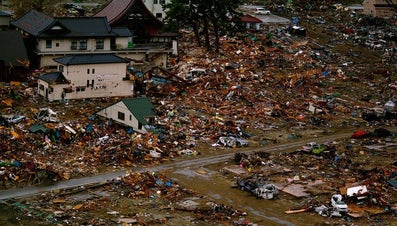 How Do Tsunamis Affect People?