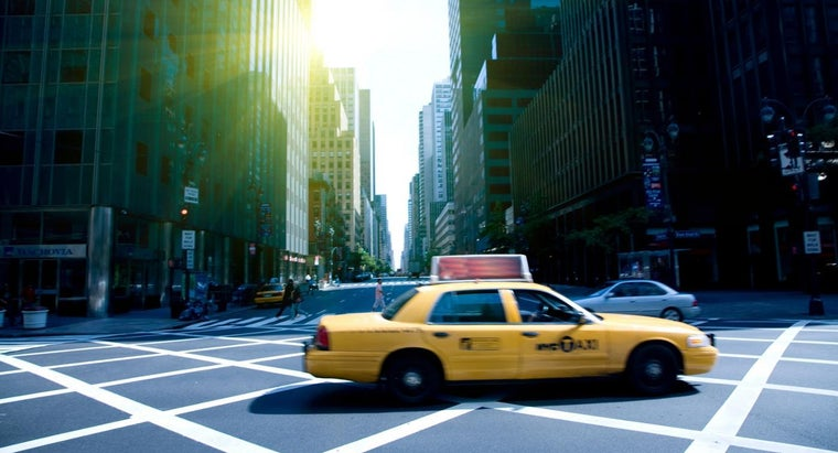 many-taxis-new-york