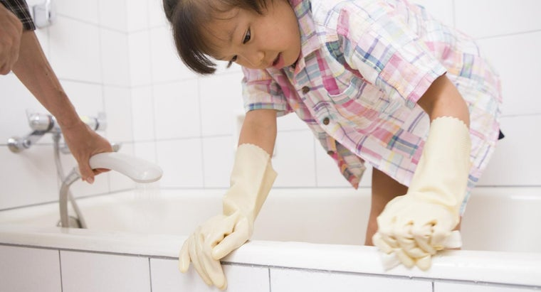 How Do You Remove Dirt And Stains From A Plastic Bathtub