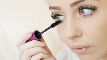 What Are the Ingredients in Mascara?