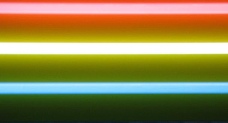 invented-fluorescent-lamp