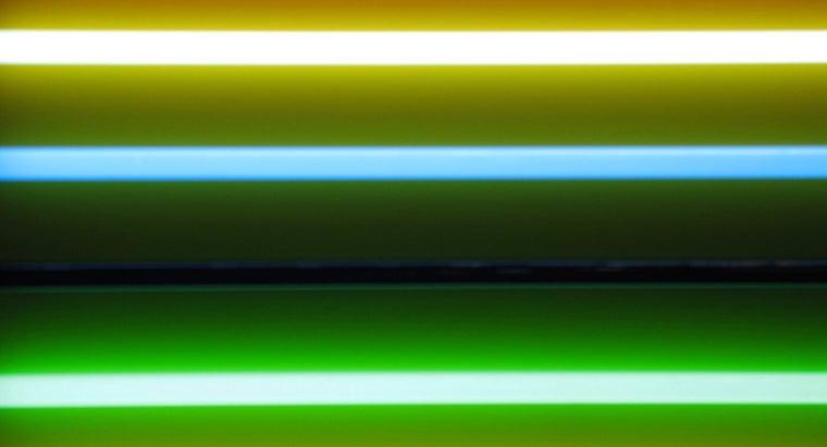 invented-fluorescent-light
