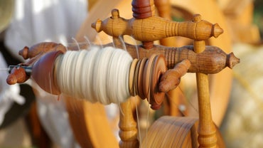 How Do You Knit on a Round Loom?