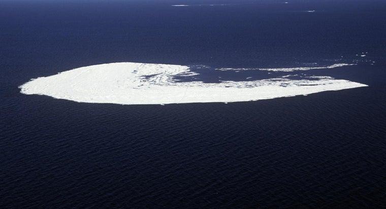 largest-lake-canada