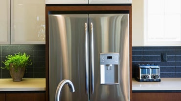 How Long After a Refrigerator Has Been Moved Can It Be Plugged In?