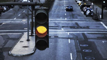 How Long Does a Traffic Light Stay Yellow?