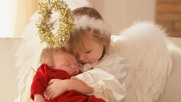 How Do You Make a Christmas Angel Costume?