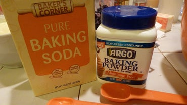How Do You Make a Cleaner With Vinegar and Baking Soda?