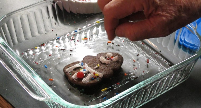 make-gingerbread-cookies