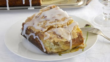 How Do You Make Paula Dean's Honey Bun Cake?