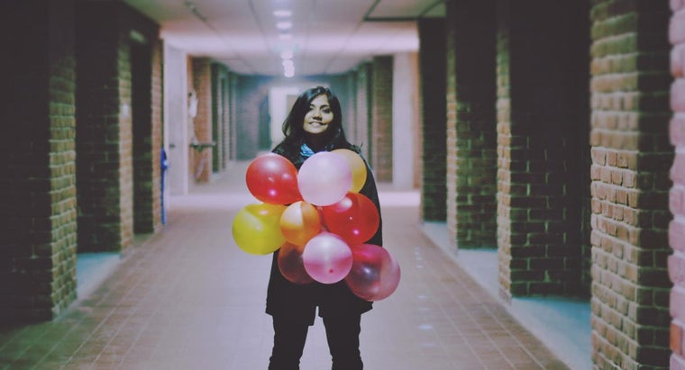 make-standing-balloon-columns-party-decorations