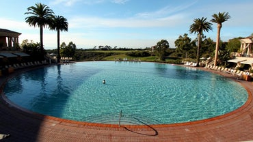How Many Gallons of Water Are in a 27-Foot-Round and 52-Inch-High Swimming Pool?