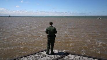 How Many Great Lakes Border Canada?