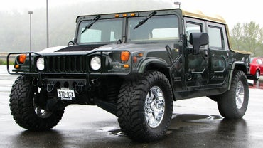 How Many Miles Per Gallon Does a Hummer Get?