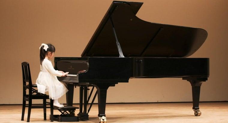 many-octaves-piano-keyboard