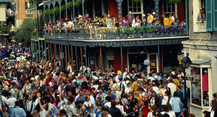 many-people-attend-mardi-gras-new-orleans