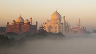 How Many People Did It Take to Build the Taj Mahal?
