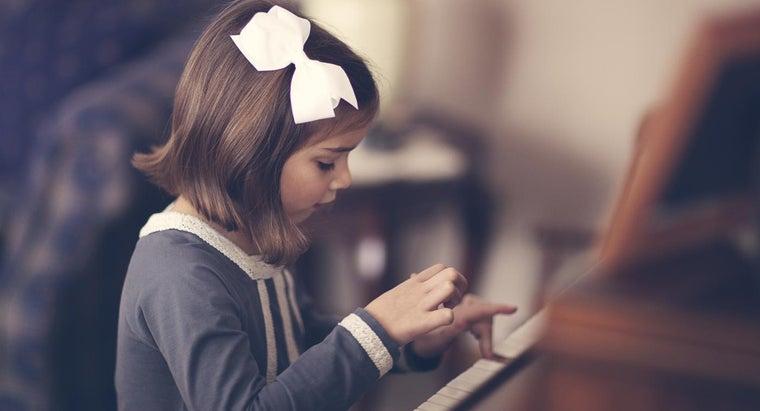 many-people-play-piano