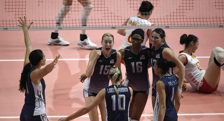 many-players-volleyball-team