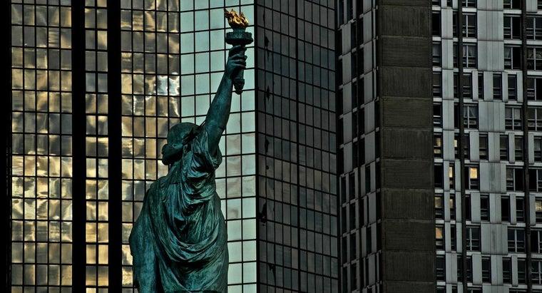 many-statues-liberty-world