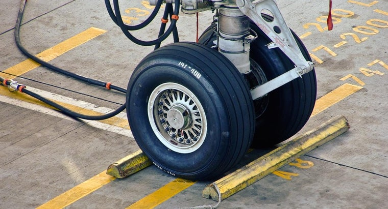 many-wheels-747-airplane