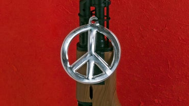 What Is the Meaning of an Upside-Down Peace Sign?