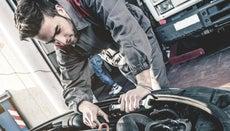 How Much Do Auto Mechanics Make Per Year?