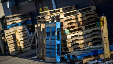 How Much Does a Pallet Weigh?