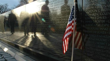 How Are the Names Arranged on the Vietnam Veterans Memorial Wall?