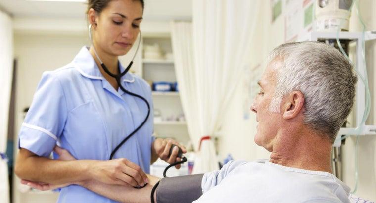 nurse-perform-head-toe-assessment
