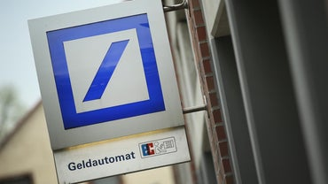What Are Some Online Banking Features Through Deutsche Bank?
