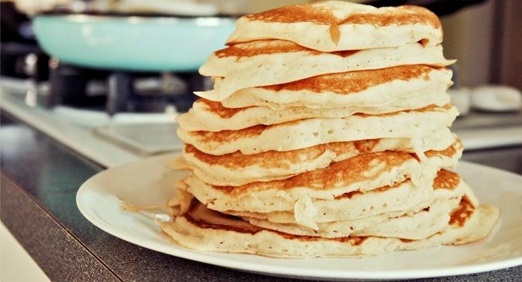 people-eat-pancakes-shrove-tuesday