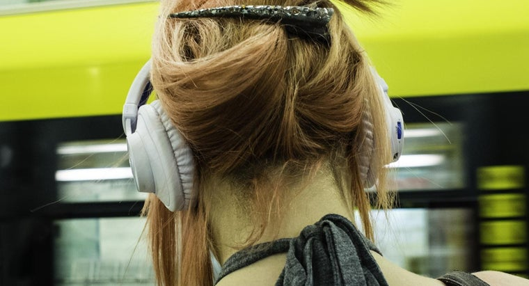 people-listen-music