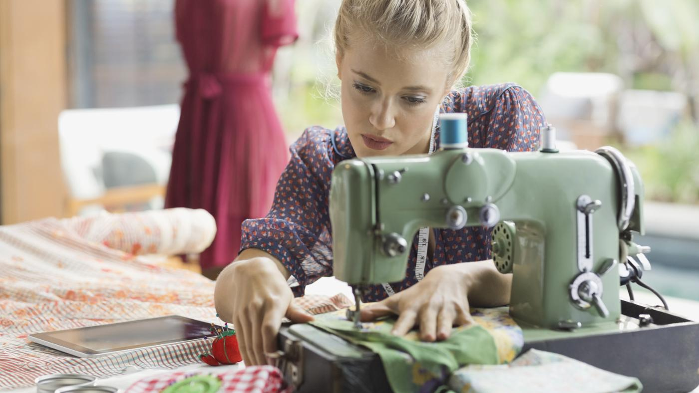 Картинки со швейной машинкой современной, открытка